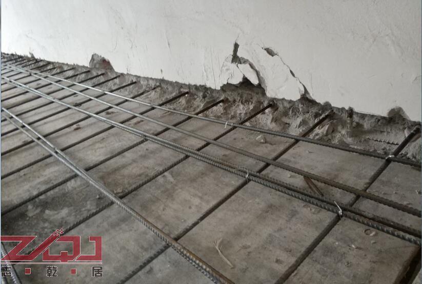 阁楼现浇墙体开槽插入钢筋
